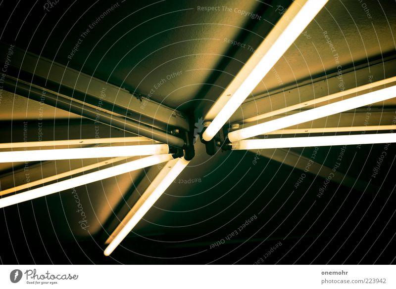 Circle of Light alt Architektur Lampe Beleuchtung Energie Energiewirtschaft Elektrizität Stern (Symbol) retro leuchten Geometrie Neonlicht Symmetrie graphisch