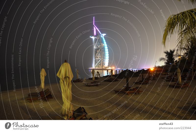 Burj al Arab - Arabischer Turm Ferien & Urlaub & Reisen Meer Strand ruhig dunkel Architektur Gebäude Beleuchtung Design Hochhaus Tourismus Dubai Bauwerk Asien