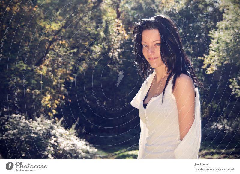 #223969 Lifestyle schön Sommer Sonne Garten feminin Frau Erwachsene Leben 18-30 Jahre Jugendliche Natur Pflanze Baum Wald langhaarig beobachten Erholung Lächeln
