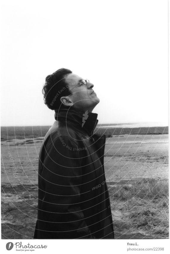 Der Mann und das Meer Mensch Winter Strand Gesicht ruhig Einsamkeit Glück Regen Zufriedenheit Erwachsene Spaziergang Gelassenheit Nordsee Wattenmeer
