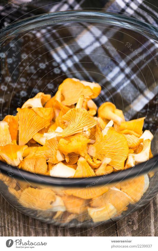 Pfifferlinge 1 Lebensmittel Pilz Vegetarische Ernährung einfach Erfolg frisch lecker natürlich Gesundheit Natur rein sparsam Farbfoto Nahaufnahme Menschenleer