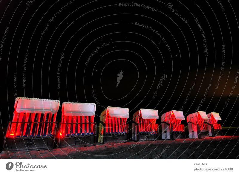 Bei photocase sitzen sie in der ersten Reihe ... rot Strand ruhig schwarz Erholung dunkel Sand Beleuchtung Stern ästhetisch Streifen außergewöhnlich leuchten Fußspur Strandkorb Nachthimmel