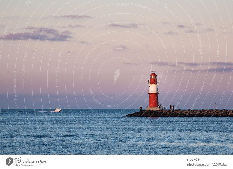 Mole an der Ostseeküste in Warnemünde Erholung Ferien & Urlaub & Reisen Tourismus Meer Natur Landschaft Wasser Wolken Küste Leuchtturm Architektur