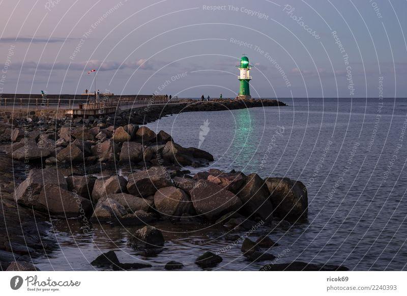 Mole an der Ostseeküste in Warnemünde Erholung Ferien & Urlaub & Reisen Tourismus Meer Natur Landschaft Wasser Wolken Felsen Küste Leuchtturm Architektur