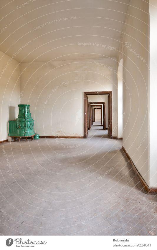 Im Schloß alt ruhig kalt Architektur braun leer Innenarchitektur Burg oder Schloss historisch Nostalgie Durchblick Unbewohnt Türrahmen