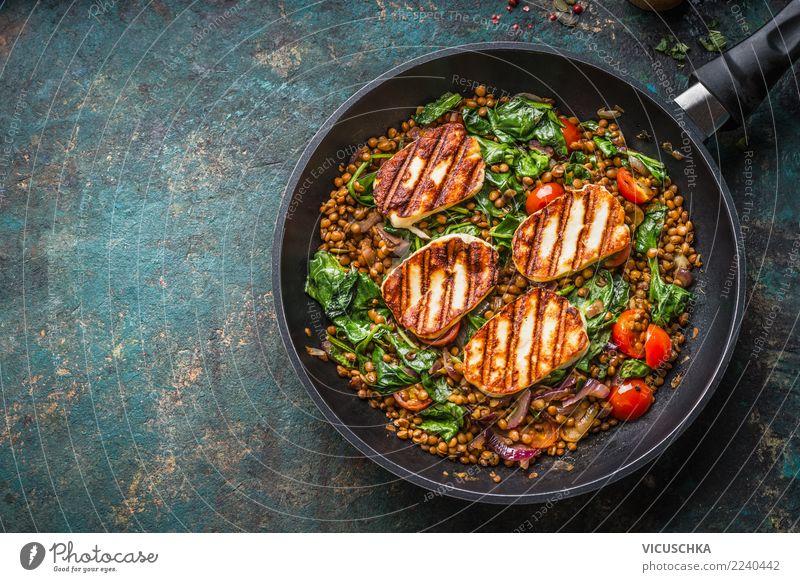 Linsengericht mit Spinat und gebratenem Käse Lebensmittel Ernährung Mittagessen Abendessen Büffet Brunch Bioprodukte Vegetarische Ernährung Diät Geschirr Pfanne