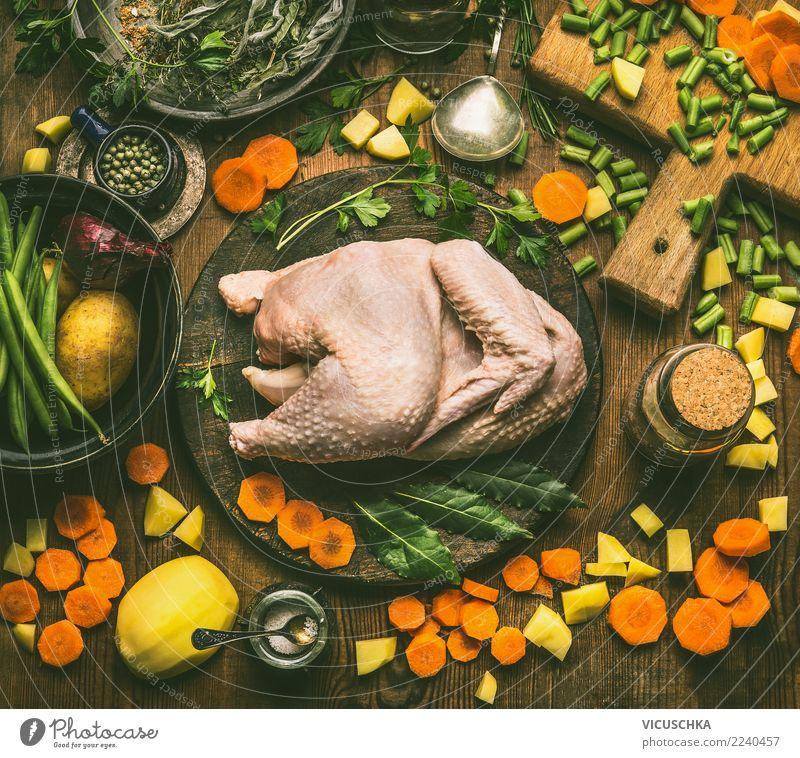 Ganzes Huhn mit Kochzutaten Lebensmittel Fleisch Gemüse Suppe Eintopf Kräuter & Gewürze Ernährung Mittagessen Abendessen Festessen Bioprodukte Slowfood Geschirr