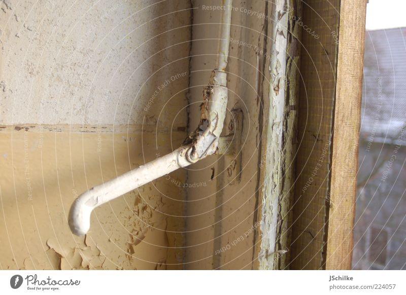 in Vergessenheit geraten alt kalt Wand Fenster Holz Stein Mauer ästhetisch verfallen Bauwerk Rost historisch schäbig Ruine Holzbrett Unbewohnt
