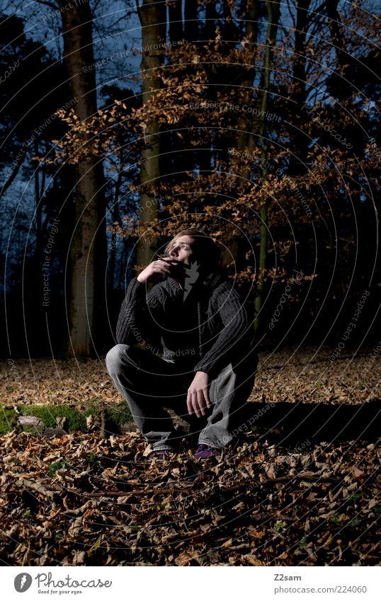 allein mit mir Lifestyle Mensch maskulin Junger Mann Jugendliche 18-30 Jahre Erwachsene Umwelt Natur Landschaft Herbst Baum Sträucher Moos Wald Jeanshose