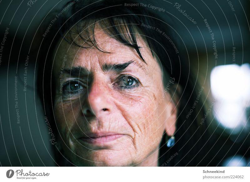 Mutti Frau Erwachsene Weiblicher Senior Mutter Leben Kopf Gesicht Auge Nase Mund Lippen 1 Mensch 45-60 Jahre Blick Reflexion & Spiegelung Ohrringe Augenbraue