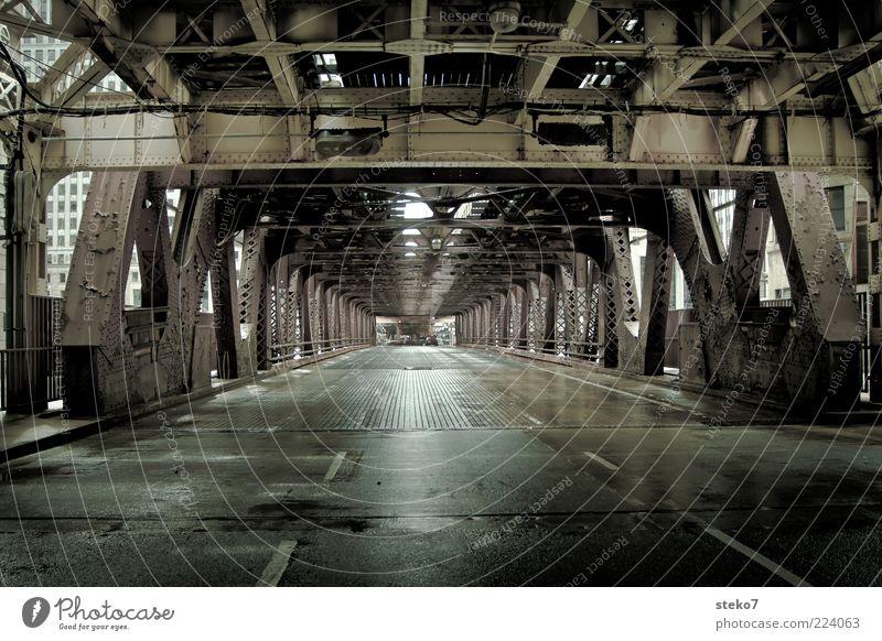 Winkelgasse Stadt grün Straße grau nass Brücke modern Tunnel Mobilität schäbig Stahl Illinois Fahrbahnmarkierung Metall Stahlträger
