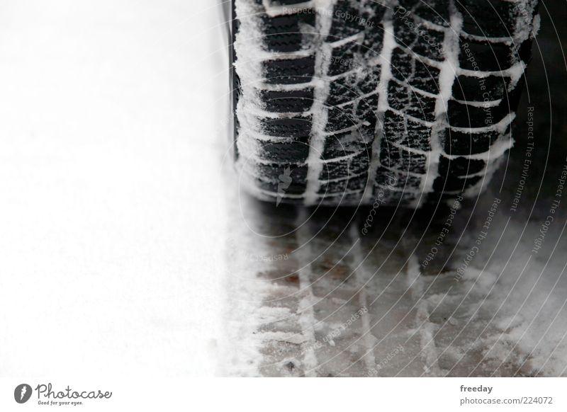 StVO - Winterreifenpflicht Schnee Klima Wetter schlechtes Wetter Eis Frost Verkehr Verkehrswege Straßenverkehr Autofahren Fahrzeug PKW kalt Reifen Reifenspuren