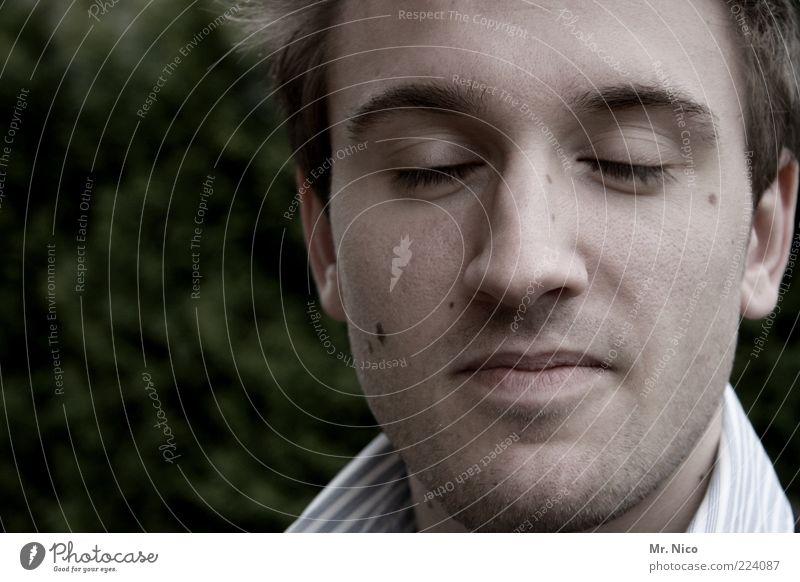 silence II Jugendliche ruhig Gesicht Auge Kopf Denken Mund Nase Lippen Frieden Konzentration Gelassenheit Mann Gesichtsausdruck geschlossene Augen bleich