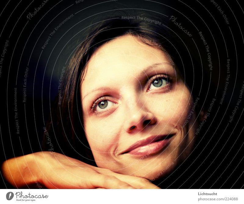 Traumdeuter feminin Junge Frau Jugendliche Kopf Gesicht Mund Lippen Hand 1 Mensch 18-30 Jahre Erwachsene Glück Kitsch gold Vertrauen Romantik schön Hoffnung