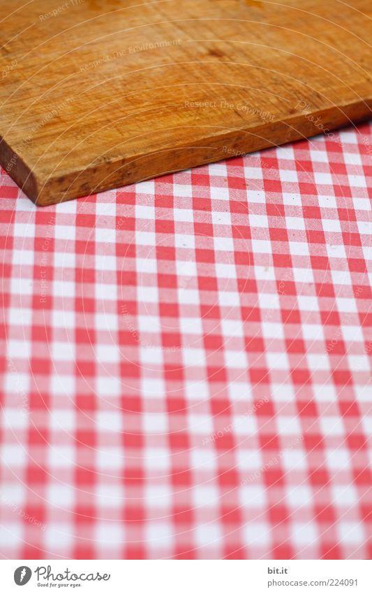 Brotzeit ohne Brot weiß rot Freude Ernährung Holz braun Armut Tisch Stoff ausdruckslos Abendessen Decke Holzbrett Bayern kariert Picknick