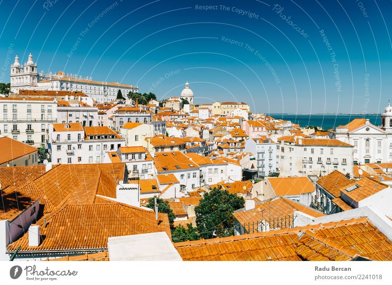 Panoramablick auf die Skyline von Lissabon in Portugal Ferien & Urlaub & Reisen Tourismus Sightseeing Städtereise Sommer Sommerurlaub Haus Umwelt Landschaft