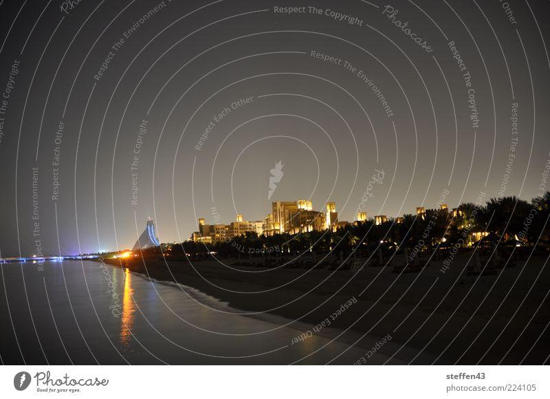 Jumeirah Beach Himmel Wasser Stadt Strand dunkel Sand Küste Beleuchtung Sauberkeit Skyline Dubai Wasseroberfläche Licht Wasserspiegelung Jumeira Beach Hotel