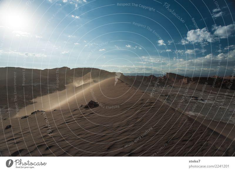 Sand auf dem Mond Sonne Wind Wärme Dürre Berge u. Gebirge Wüste Salar de Atacama Valle de la luna bedrohlich trocken blau braun Einsamkeit Endzeitstimmung