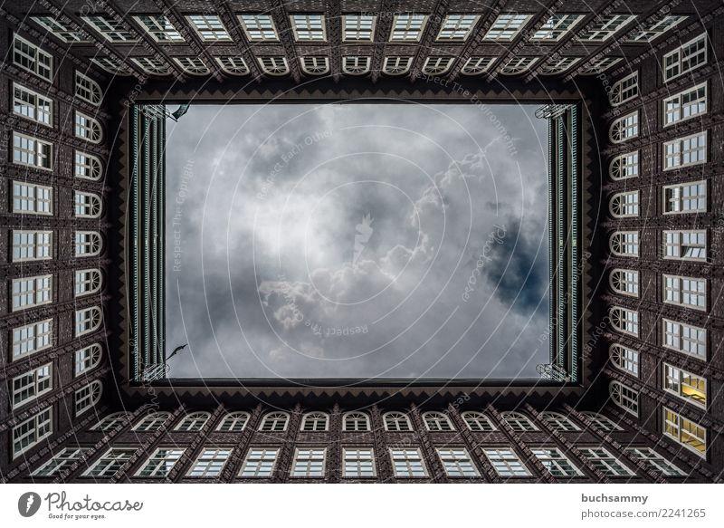 Fenster, Fenster und Fenster Architektur Backstein gigantisch braun Chilehaus Europa Geometrie Hamburg Hansestadt Scheiben deutschland fenster Farbfoto