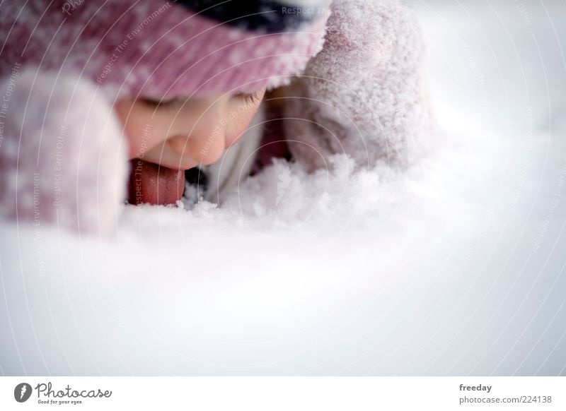 So schmeckt der Winter Mensch Kind Ferien & Urlaub & Reisen Mädchen Freude kalt Gesicht Leben Schnee Kindheit Bekleidung Mund Mütze Kleinkind Anschnitt