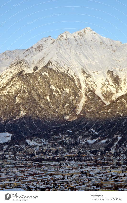 Innsbruck Umwelt Natur Landschaft Schönes Wetter Felsen Alpen Berge u. Gebirge Gipfel Schneebedeckte Gipfel blau braun gelb grau weiß Farbfoto Außenaufnahme Tag
