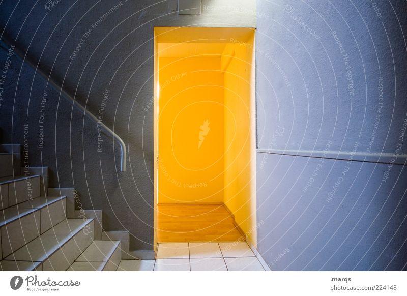 Türchen blau gelb Wand Mauer Tür Treppe offen Innenarchitektur geheimnisvoll leuchten Fliesen u. Kacheln Treppengeländer Flur Überraschung Treppenhaus Ausgang