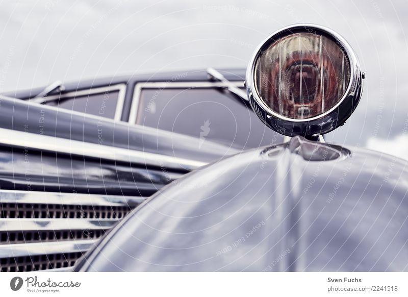 Kotfluegellampe eines Maybach Stil Show Verkehr Autofahren Fahrzeug PKW Oldtimer Cockpit Lack schwarz Nostalgie Versicherung Blech Chrom altehrwürdig Karosserie