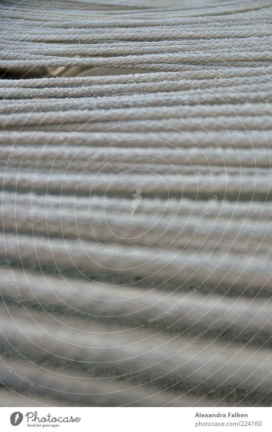 Liegestuhl Erholung grau Seil viele Schnur Muster gespannt