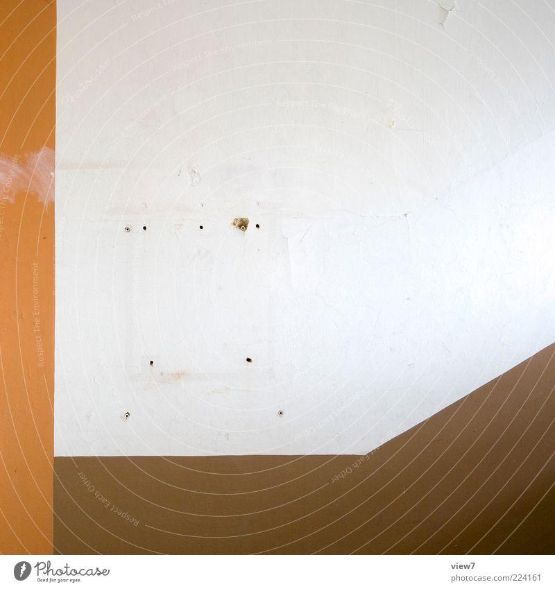 verzogen Renovieren Innenarchitektur Mauer Wand Fassade Stein Beton Zeichen Linie Streifen alt ästhetisch authentisch dreckig einfach frisch kaputt retro braun