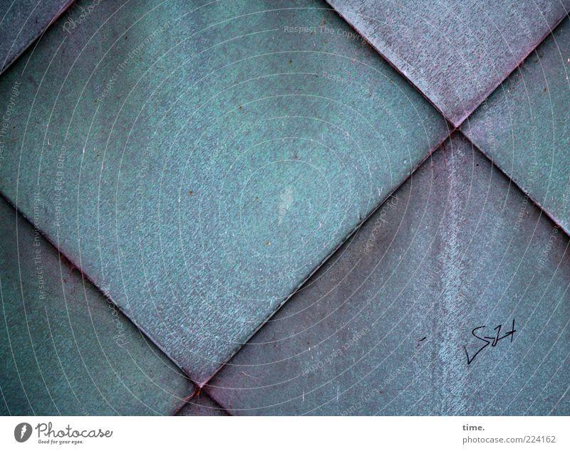 Schuppenschuppen grün Wand Fassade Ecke Buchstaben violett Zeichen Fliesen u. Kacheln Quadrat Kreuz türkis diagonal parallel verwittert Fuge matt