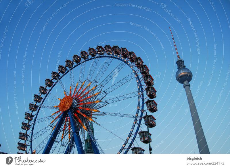Riesenrad am Alex Himmel Stadt blau Winter kalt Berlin Deutschland hoch groß Fröhlichkeit Europa rund Jahrmarkt Wahrzeichen Stadtzentrum Hauptstadt