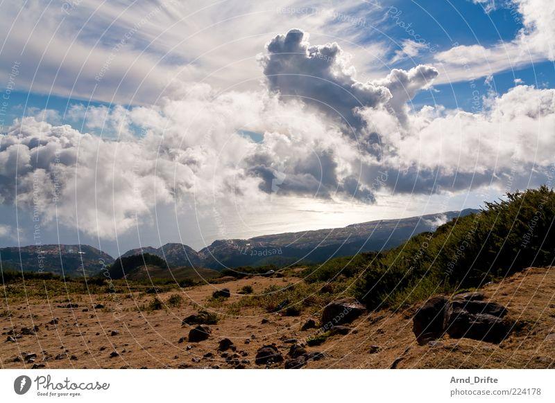 Wolken von oben Himmel Natur Baum Sommer Wolken Ferne Berge u. Gebirge Landschaft Gras Umwelt Stein Küste Wetter Insel Sträucher Hügel