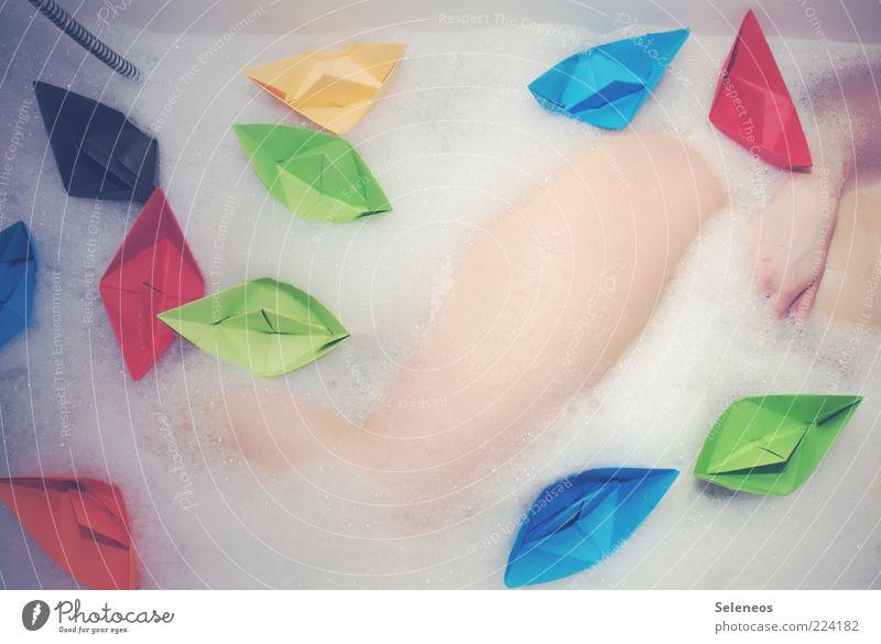 Schiffe versenken Wellness Wohlgefühl Sinnesorgane Erholung Schwimmen & Baden Mensch Hand Beine 1 liegen Sauberkeit mehrfarbig ästhetisch Kreativität Origami