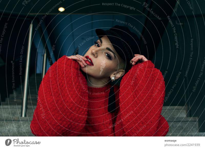 Porträt Frau Mensch Jugendliche Junge Frau Farbe schön ruhig Lifestyle feminin Stil Mode modern elegant authentisch einzigartig Bekleidung Coolness