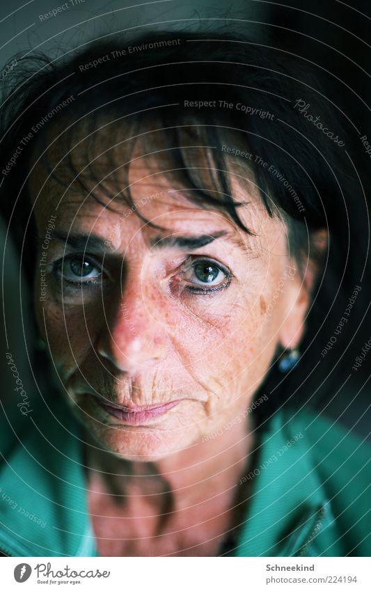 Mutti II Mensch Frau Gesicht Erwachsene Auge Leben Kopf Haare & Frisuren Mund Nase beobachten Hautfalten 45-60 Jahre brünett Gesichtsausdruck Weiblicher Senior
