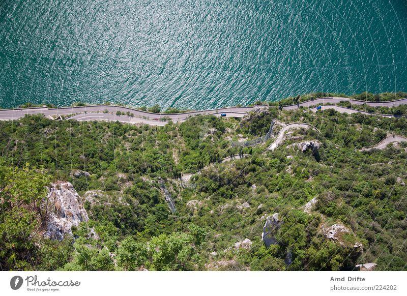 Serpentinen Pflanze Straße Landschaft Berge u. Gebirge Küste See Wellen Felsen Sträucher Schönes Wetter Seeufer Kurve Wasseroberfläche Berghang Höhe Italien