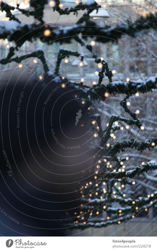 Black hole with stars Feierabend Winter Eis Frost Schnee Fußgängerzone Stern (Symbol) grün schwarz anonym Lichterkette Glühbirne Beleuchtungselement