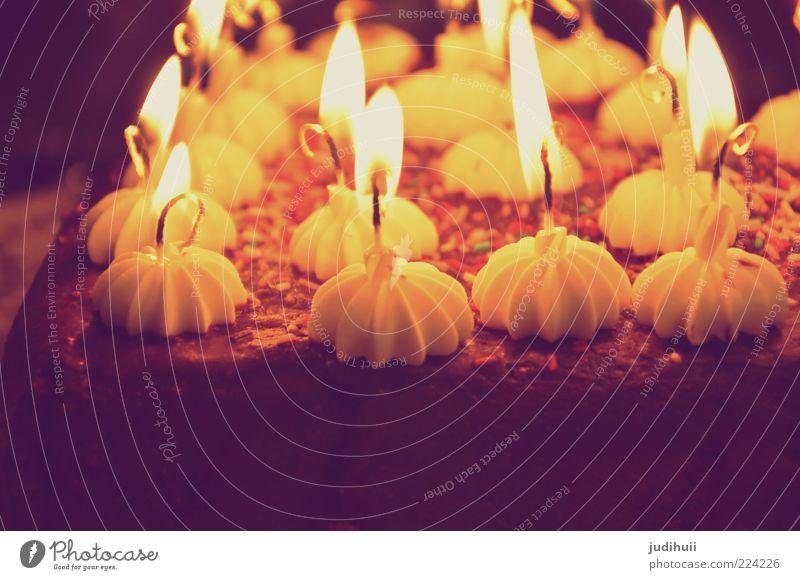 Happy Birthday Jesus gelb Glück Lebensmittel braun leuchten Kerze Warmherzigkeit Kuchen lecker Lebensfreude Duft Schokolade Vorfreude Torte Geburtstagstorte