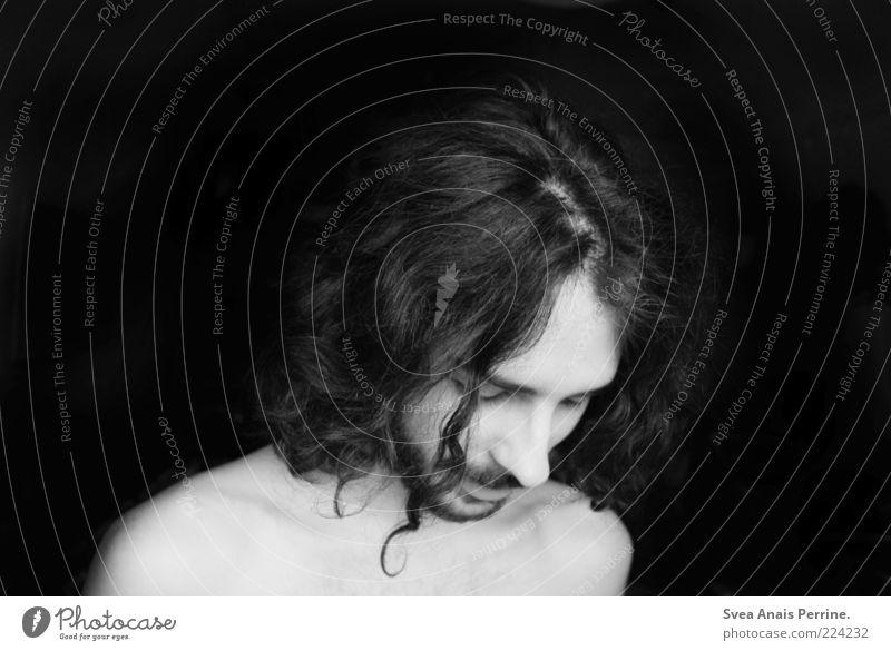 katze. maskulin Haare & Frisuren Gesicht 1 Mensch 18-30 Jahre Jugendliche Erwachsene langhaarig Locken träumen Traurigkeit schön einzigartig natürlich Gefühle