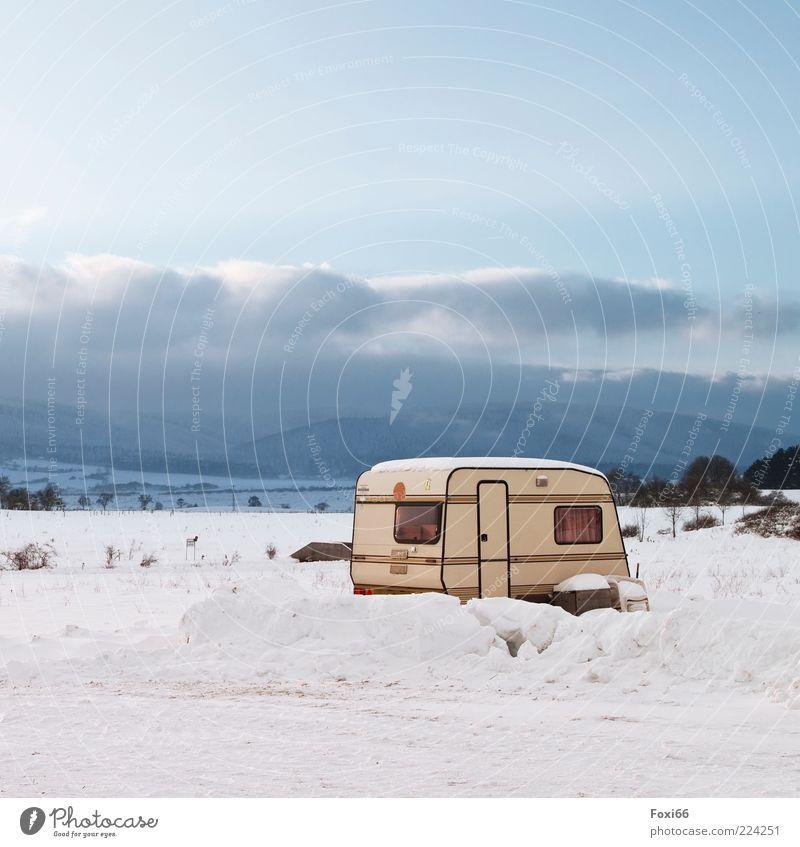 Wintercamping Natur weiß schön blau Wolken Ferne Einsamkeit Erholung kalt Schnee Berge u. Gebirge Landschaft Abenteuer natürlich außergewöhnlich Camping