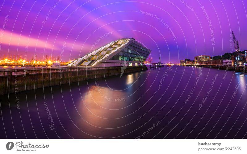 Dockland Hamburg Büro Wasser Fluss Stadt Hafen Gebäude Architektur blau violett rosa Bürogebäude Elbe Europa Lichtsterne Schifffahrt deutschland himmel Farbfoto