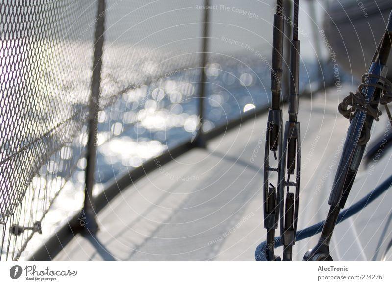 Sailing Sommer Sommerurlaub Segeln Freiheit Sport Stil Ziel Außenaufnahme Tag Reflexion & Spiegelung Sonnenlicht Starke Tiefenschärfe Wasserspiegelung Reling