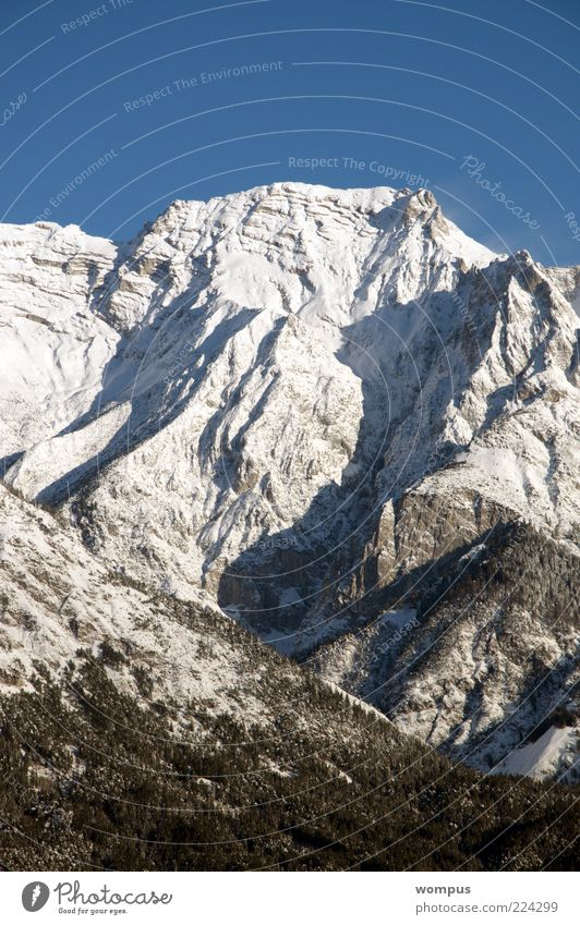 Brilliantes Bergwetter Natur weiß blau Schnee Berge u. Gebirge grau Landschaft Umwelt Felsen Tourismus Reisefotografie Alpen Gipfel Schönes Wetter Schneebedeckte Gipfel