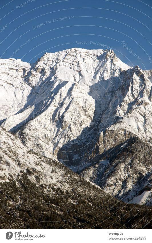 Brilliantes Bergwetter Umwelt Natur Landschaft Schönes Wetter Schnee Felsen Alpen Berge u. Gebirge Gipfel Schneebedeckte Gipfel blau grau weiß Tourismus
