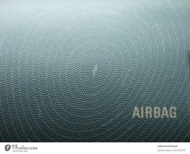 airbag Airbag Wort Großbuchstabe Lateinische Schrift Typographie Sicherheit Textfreiraum oben Textfreiraum Mitte Textfreiraum links Oberflächenstruktur grau