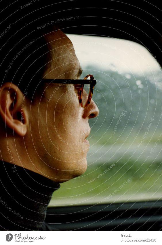 im Auto Autofahren Regen Autobahn Silhouette Brille Sommer Mann Ferien & Urlaub & Reisen unterwegs Gesicht Porträt Vertreter Verkehr Wetter autoahrer Profil