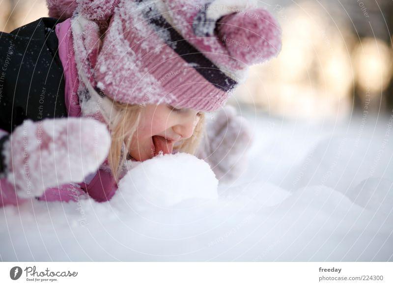FROHE WEIHNACHTEN!!! - Guck, das schmilzt! Mensch Natur Winter kalt Umwelt Gesicht Leben Schnee Wetter Kindheit Klima genießen Mund gefroren Mütze Kleinkind