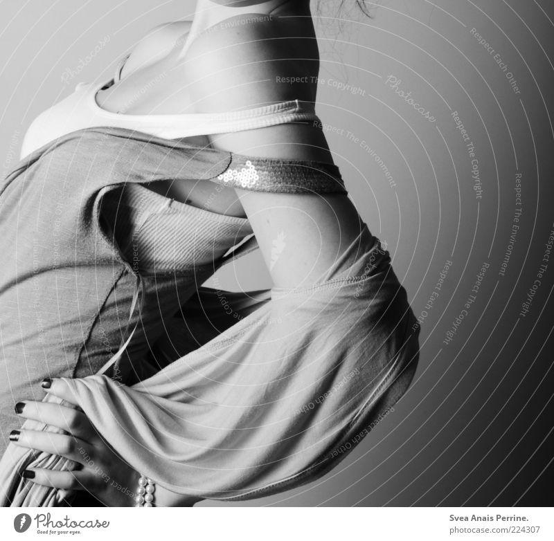 zwiebelook. Mensch Jugendliche Hand Erwachsene feminin Stil Mode Arme elegant Haut Lifestyle Coolness Bekleidung einzigartig Junge Frau dünn