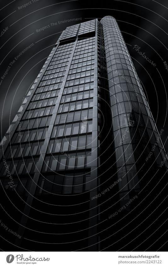 Eurotheum - Frankfurt Stadt weiß Fenster schwarz Architektur kalt Gebäude Business Deutschland Fassade Ausflug Hochhaus ästhetisch Europa groß hoch