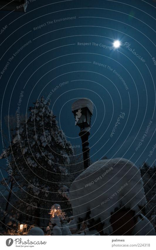 es war ein mal... Himmel Natur Winter dunkel Schnee Gefühle Garten Stimmung Park geheimnisvoll Dorf Laterne Mond bizarr Surrealismus Schneelandschaft